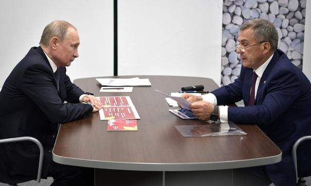 Путин провел рабочую встречу с президентом Татарстана