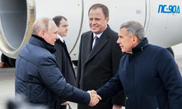 В аэропорту Казани главу государства встретил Рустам Минниханов