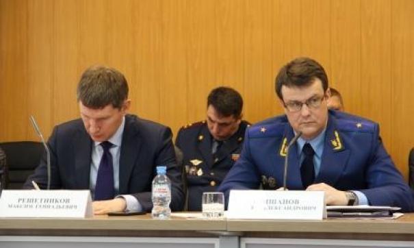 С докладом выступил прокурор Пермского края Андрей Юмшанов