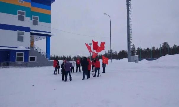 На футбольном стадионе собралась крайне немногочисленная команда КПРФ Ямала