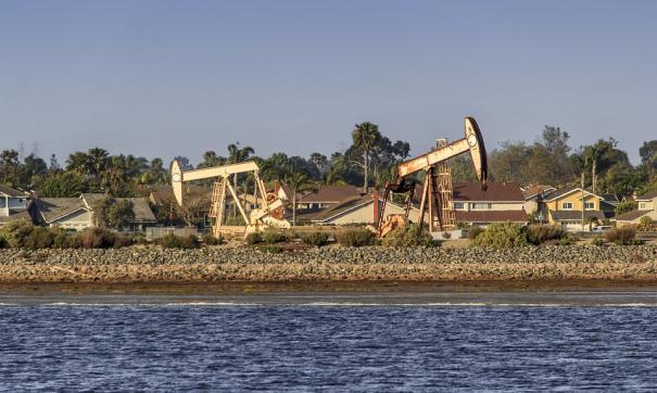 Высокие цены на нефть играют против России