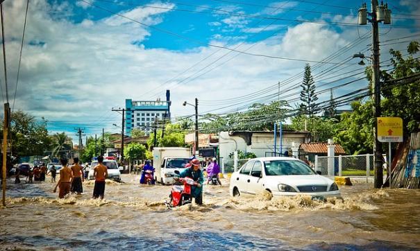В Индонезии 63 человека погибли в результате наводнения