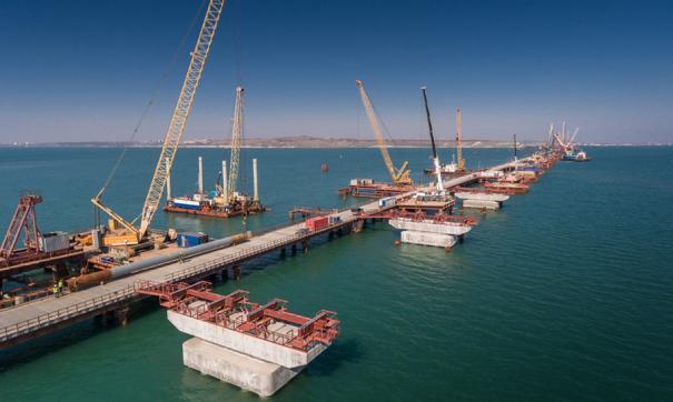 В Крыму соединили все пролеты железнодорожного моста