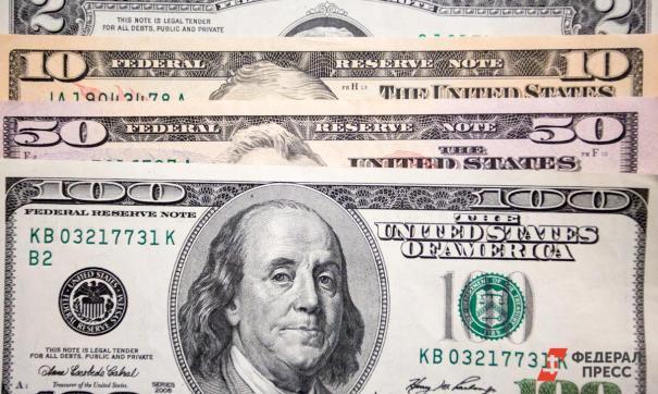 По всей стране граждане массово скупили доллары