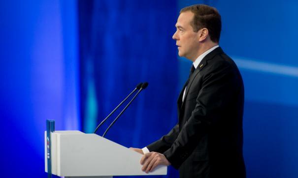 Медведев остановил приказ Мединского