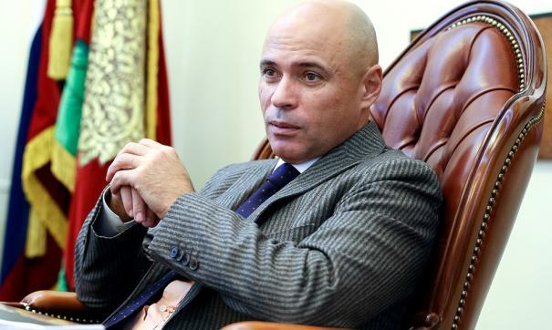 Артамонов поздравил женщин с 8 марта