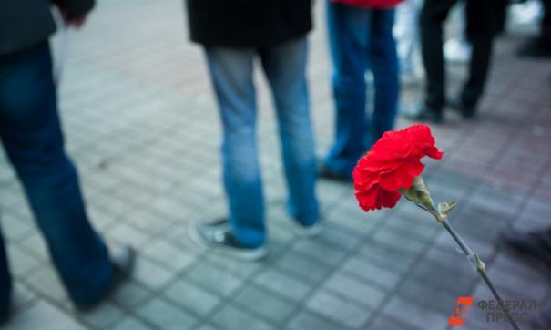Сотни фанатов пришли проститься с Китом Флинтом