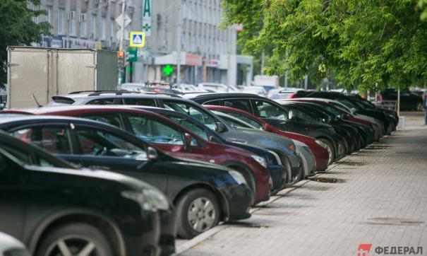 Дипломатам приходят штрафы за парковку, поскольку их автомобилям не хватает мест