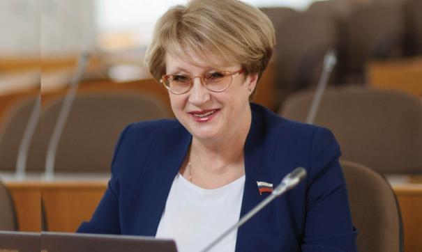 Елена Бахтенко посетила круглый стол о здоровье детей в Москве