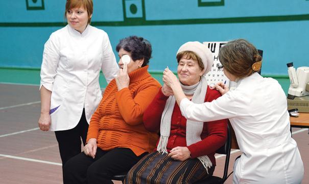 Пенсионеров также бесплатно доставили на операцию и отвезли домой