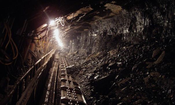 Один шахтер погиб, еще один получил травмы при обвале, пятеро выбрались.