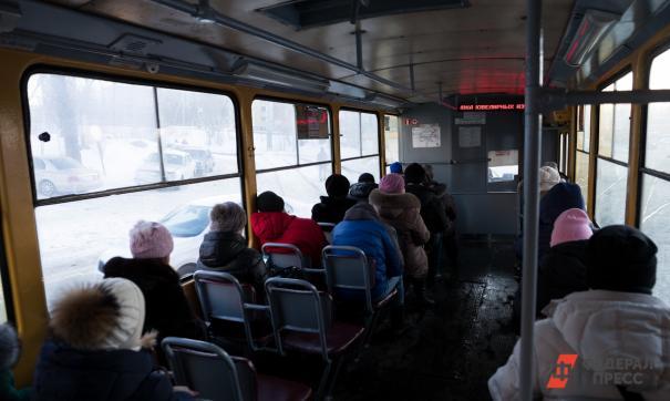 Из-за места в салоне трамвая петербуржцы устроили поножовщину