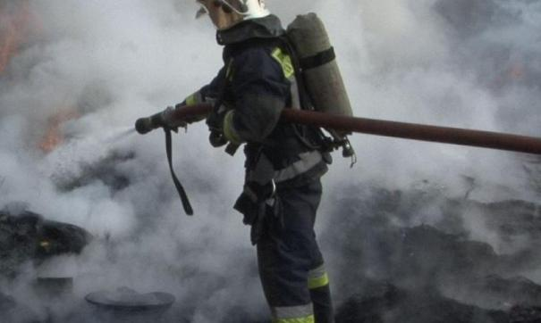 Строительные работы остановились из-за пожара в кабине крана.