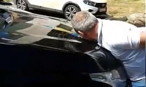 Бизнесмена увезли в гараж и потребовали деньги.