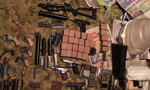 Правоохранители выясняют кто являлся клиентами торговцев оружием.