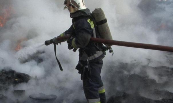 На место возгорания выехали специальные службы