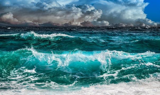 Высота волн достигала восьми метров