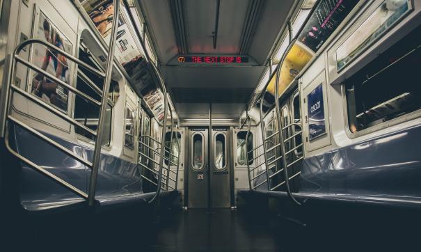 В метро Гонконга столкнулись два поезда