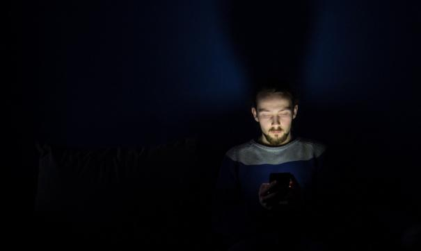 Россияне рискуют, засыпая с телефоном в руках
