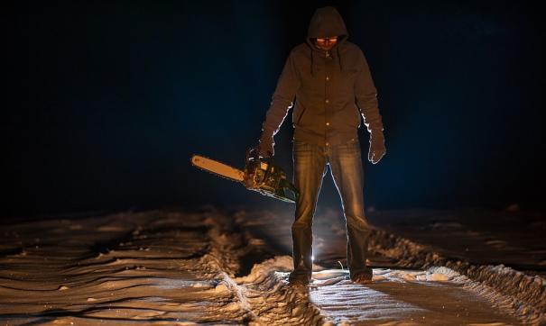 В Приморье задержали мужчину, угрожавшего посетителям кафе бензопилой.