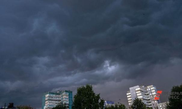 МЧС: если во время непогоды вы оказались на улице, зайдите в безопасное помещение и переждите бурю