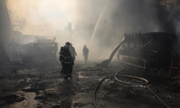 Пожар в цеху тушили более полутора часов