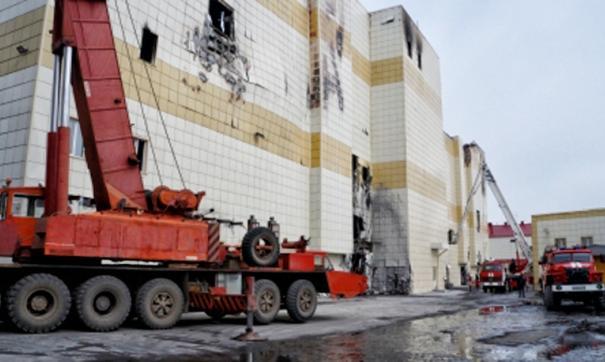 Жители Кемерова обратили внимание на технику на месте сгоревшего комплекса