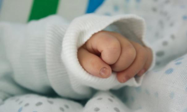 Новорожденная девочка сейчас живет в приемной семье в Санкт-Петербурге