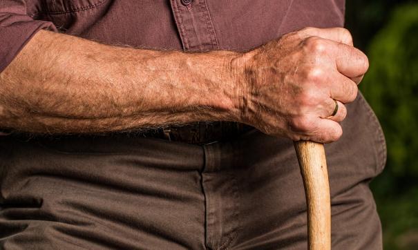 По словам жильцов дома, в квартире проживает более десятка пенсионеров