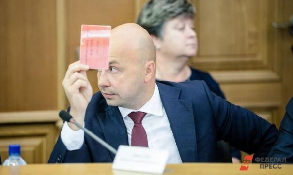 Антон Швалев поглядывает в сторону Омска