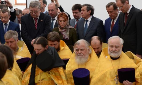 Надежде Болтенко (в верхнем ряду в центре) не привыкать быть важной персоной среди мужчин-политиков