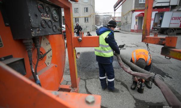 Текущий ремонт дорог ведется с помощью литого асфальта