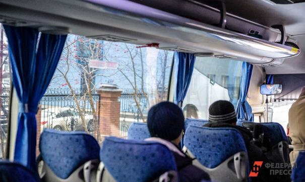 В Ленобласти пассажиры автобусов поят детей пивом, чтобы уложить спать