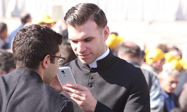 Священник оказался под следствием из-за лечения гомосексуальности у несовершеннолетних