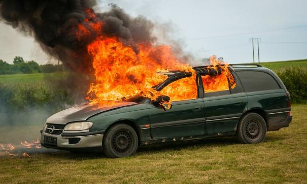 Мужчина хотел сжечь авто знакомой за оскорбительную шутку