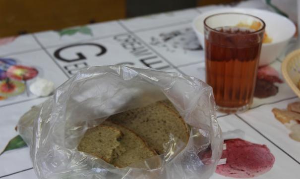 Депутаты считают, что фальсификатом могут оказаться более 30 % продуктов питания в школьных столовых