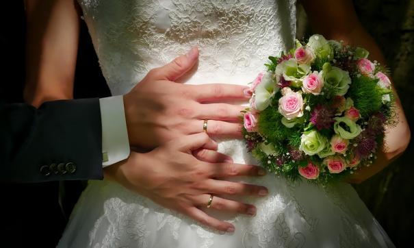 Петербуржцев перед вступлением в брак обследуют медики