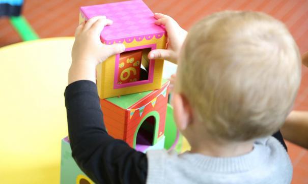 В Петербурге наказали воспитательницу, оставившую промокшего ребенка в раздевалке