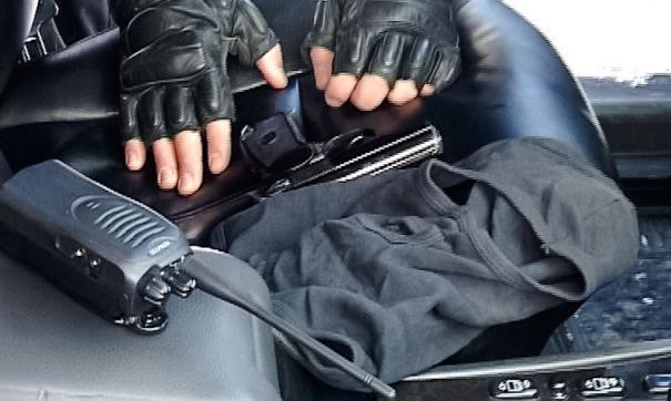 В ответ на замечания пешеходов петербуржец на черном «бумере» открыл стрельбу