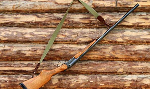 Пенсионера обвинили в несоблюдении правил хранения оружия.