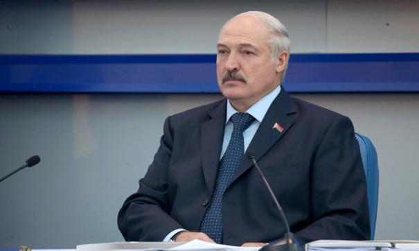 Лукашенко призвал чиновников помогать людям, а не строить особняки