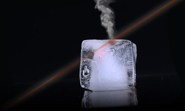 Ученые исследуют воздействие боевого лазера на различные материалы