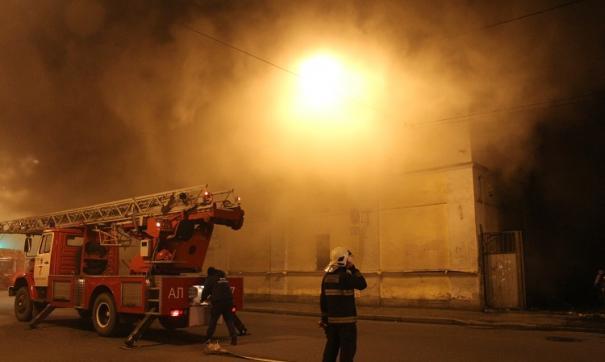 На территории крупного деревообрабатывающего предприятия в Тверской области произошел пожар
