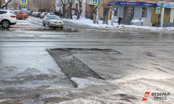Из-за отсутствия дорожного полотна автомобилисты по утрам стояли в километровых пробках