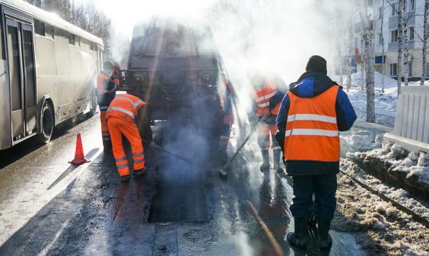 В Сургуте проводят ямочный ремонт дорог