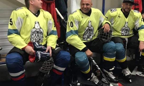 Перед судом Дмитрий Попов сыграл в хоккей