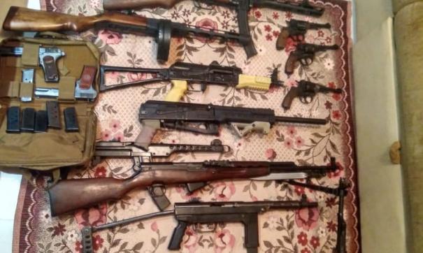 На Урале сотрудники ФСБ накрыли склад с оружием