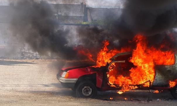 Житель Владивостока со злости сжег автомобиль своего знакомого