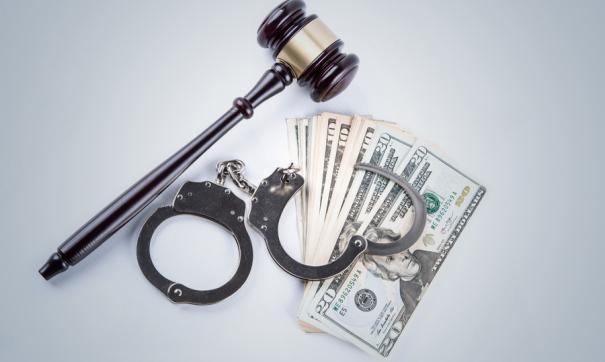 Чиновника из Белогорска обвиняют в получении взятки