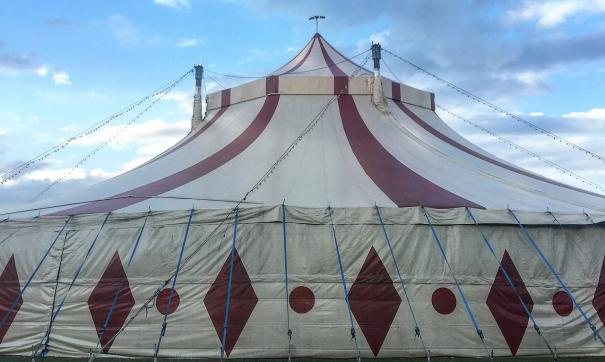 В цирке-шапито обрушилось несколько рядов